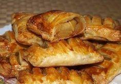 Слойки с яблоками. Этот рецепт достоин твоего лайка!!! Ингредиенты: -Слоеное пресное тесто — 0,5 кг; -Яблоки — 4 шт; -Яйцо — 1 шт; -Сахар — 50 гр; -Масло...