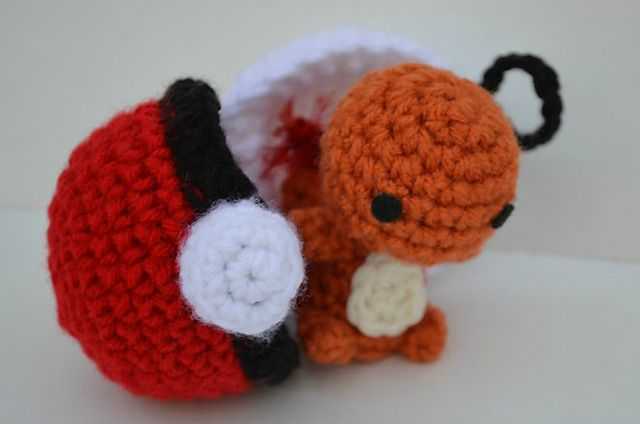 This tiny little Charizard Pokemon crochet pattern is just too cute. I think I have enough scraps for it too.