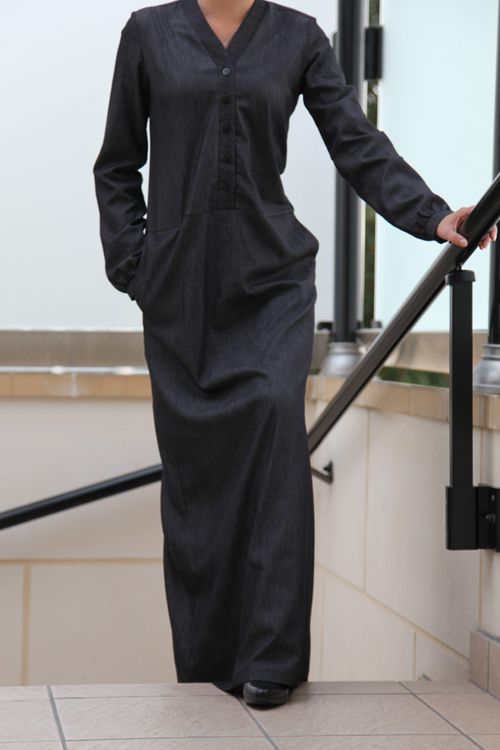 Robe longue denim noir #denim #jeans #maxidress #longdress #modestfashion #modestclothing #modesty #class #touchfrench #minimal #vintagedress #hijab #muslimfashion http://fringadine.com/boutique/robe-longue-denim-noir-2/