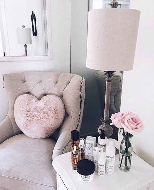 I adore the idea of this cute and girly corner for either in the lounge or office space