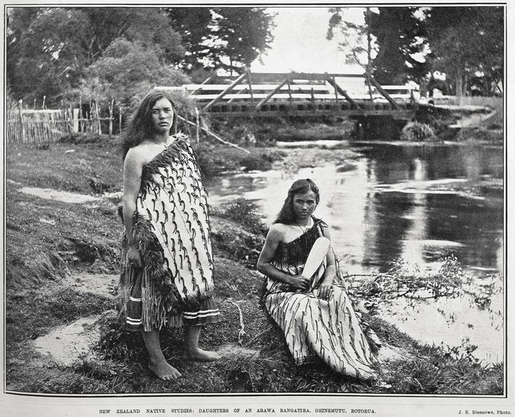 NEW ZEALAND NATIVE STUDIES: DAUGHTERS OF AN ARAWA RANGATIRA, OHINEMUTU, ROTORUA.