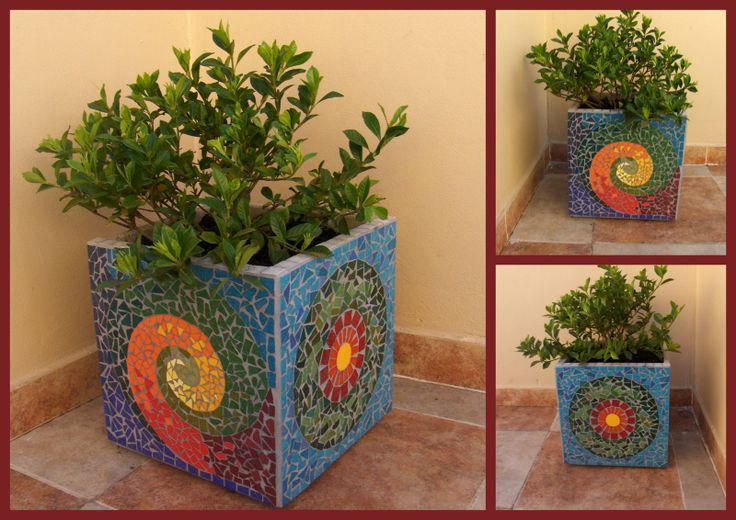 """Que cosa fuera corazón, que cosa fuera...: Maceta """"cubo"""" decorada con azulejos 30 cm x 30 cm x 30 cm"""