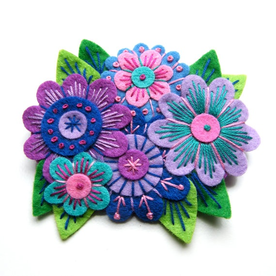 I love every one of the amazing felt crafts she makes. Perfect colors, embroidery, and lines. <3