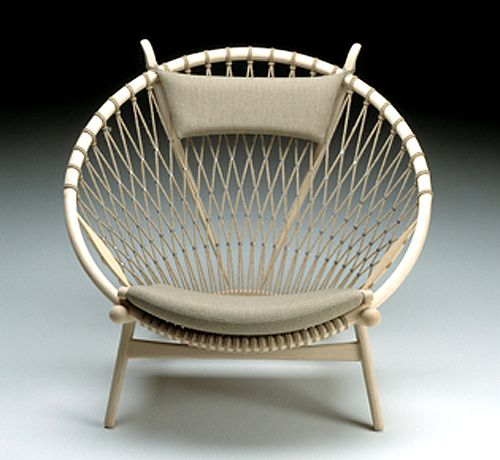 The Circle Chair by Hans Wegner, 1949: The flag halyard back was made with a single piece of cord. #Hans_Wegner #Circle_Chair