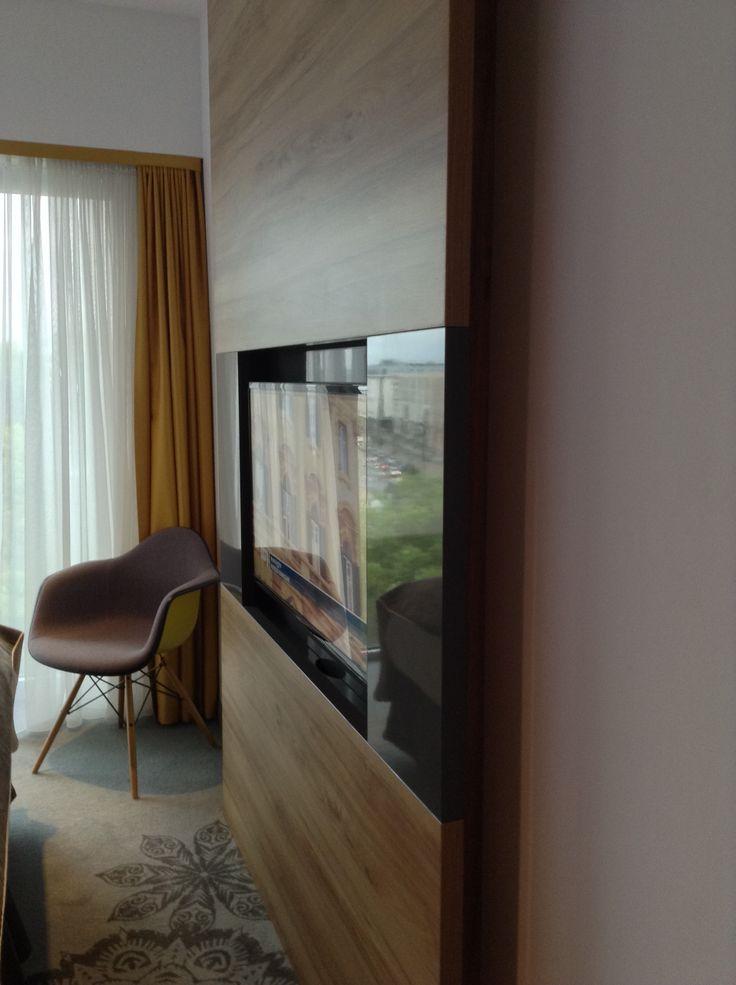 Puro Hotel, Cracovia - Pannelli per contenere TV lcd e nessun cavo è più visibile!