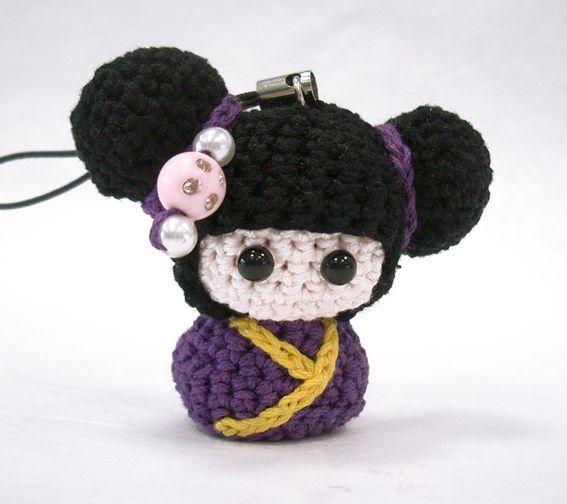I love this sweet little amigurumi kokeshi. :)