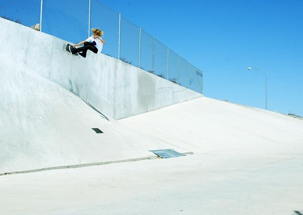 Curen Caples, thrasher wall ride.