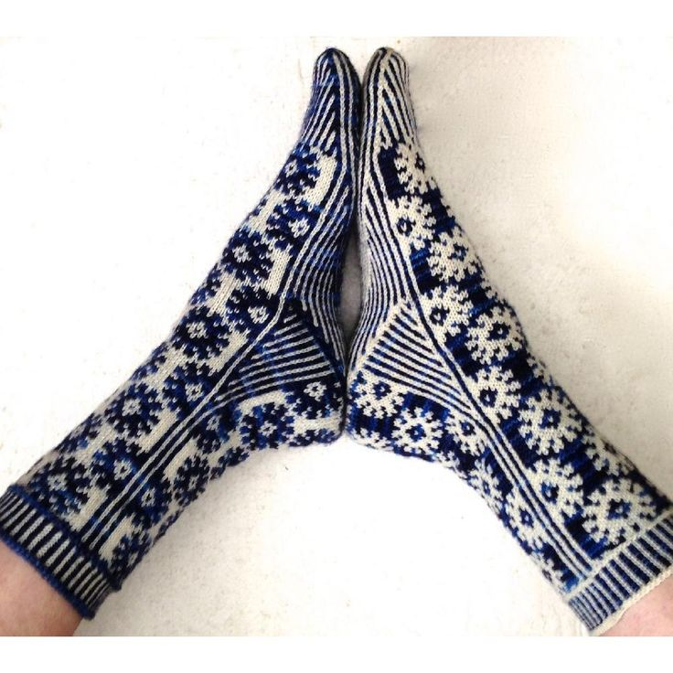 **Currently available in English, Norwegian, Brazilian Portuguese and German.** The sock can be made smaller or larger by adjusting the needle size . This sock pattern uses advanced techniques such as stranded knitting and short rows. The sock can be worked with a dark background and light foreground or vice versa. There are charts and written instructions in the pattern as well as links to videos demonstrating specific techniques needed. The yarn used for the sample sock is from Tenacious…