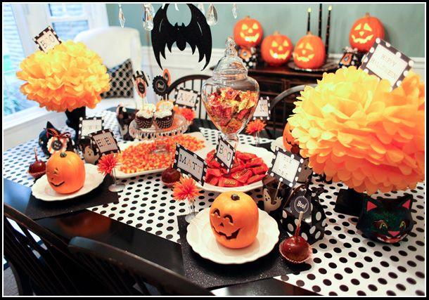 halloween table setting and printables