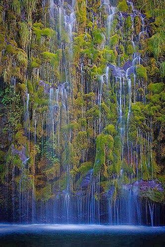 Mossbrae Falls, Sacramento River, Shasta Cascade area, Dunsmuir, California.