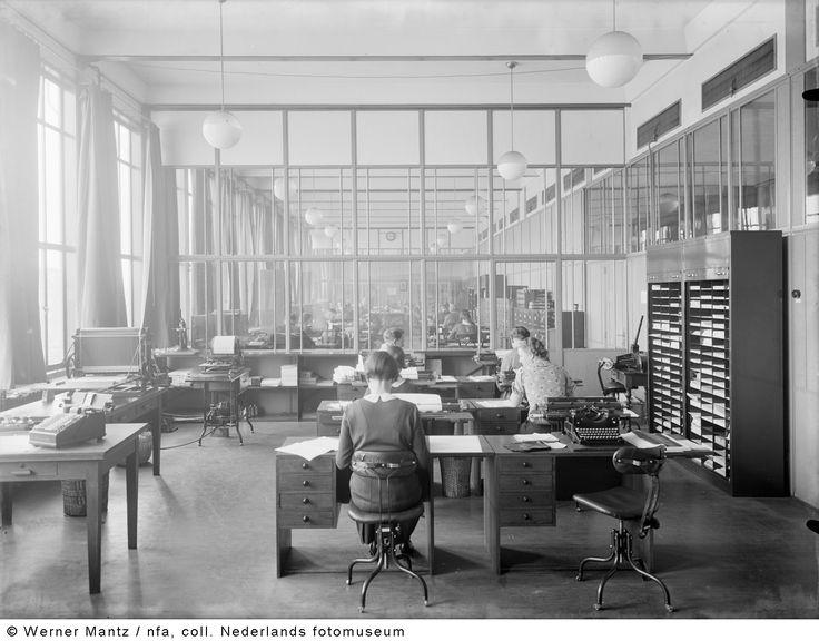 Administratie op het hoofdkantoor, Oranje Nassau Mijnen, Heerlen (1938-1939)