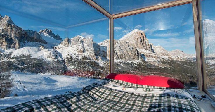 Il cielo in una stanza: dormiresti sulle Dolomiti in una stanza dalle pareti di vetro?  - Gioia.it