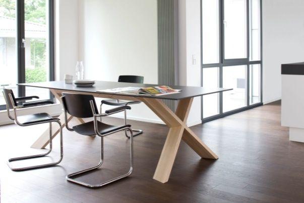 Duży, designerski stół X-Man doskonały do aranżacji jadalni a także gabinetu, pracowni i sali konferencyjnej.
