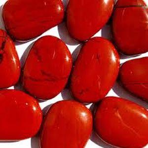 No corpo físico, o jaspe vermelho dissolve bloqueios energéticos no fígado e auxilia no fluxo da bile, melhorando assim a nossa digestão. Ainda no físico, ele atua favorecendo a boa circulação do sangue e ajudando a controlar a pressão.