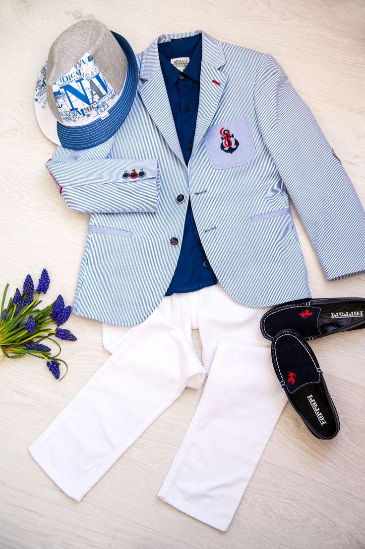 """""""Юный Стиляга"""". Светлые брюки, и светлый пиджак в тонкую голубую полоску, темно-синие мокасины, яркая синяя рубашка и фантастическая летняя шляпа, которая и завершает образ маленького денди."""