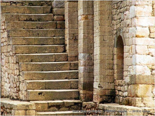 escaleras en Santa Maria del Naranco .- Oviedo - Principado de  Asturias