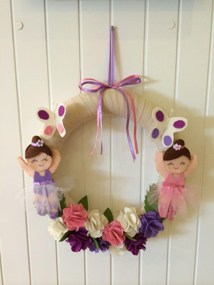 İkiz kız bebekler için tasarlanmışkapı süsü