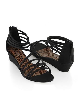 Cute sandals with small heel