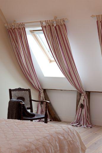Gordijnen aan een schuine wand binnenhuisarchitectuur for Gordijnen voor slaapkamer