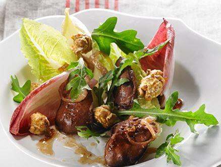 Salade tiède de foies de poulet à l'érable
