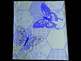 Een gezellige theedoek met grote vlinders. Op de achtergrond zijn de vlakken met een afwisselend patroon van bloemen en blaadjes gevuld.  Iedere theedoek wordt persoonlijk voor u gedrukt. Vanaf 4 stuks of in combinatie met een tafelkleed/tafelloper kunt u zelf uw kleuren van het design kiezen. De theedoek wordt hoogwaardig bedrukt op 246 gr/m2 stof van 100% katoen. Maat 60x65 cm. Levertijd 4 a 5 weken.