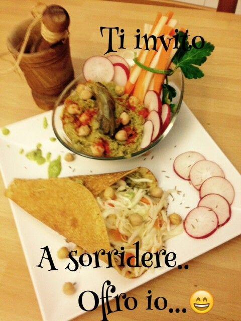 Piadina di ceci con humus ed insalata di verza.gluten free