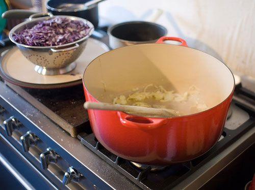 Hoe duurzaam zijn je pannen eigenlijk? In de keuken draait alles om gemak. We willen graag zo snel mogelijk een heerlijke maaltijd op tafel zetten. We willen het liefst een pan die niet aanbakt en makkelijk is te reinigen, als het even kan ook nog in de vaatwasser. Fabrikanten springen daar natuurlijk op in met …