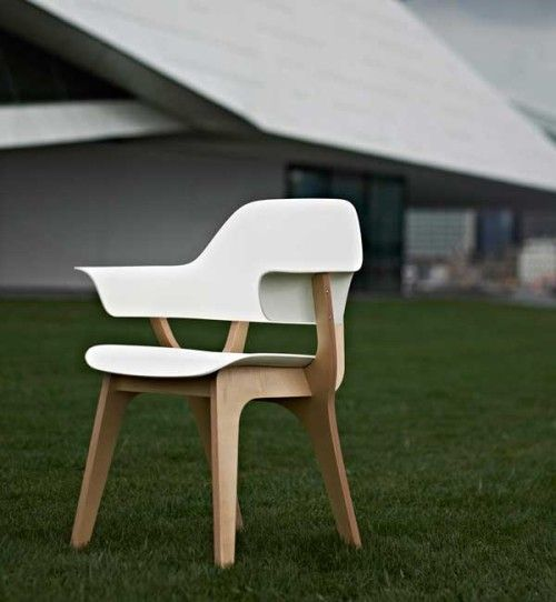 Gispen Today Chair is a minimalist chair designed by Amsterdam-based designer Thijs Smeets.