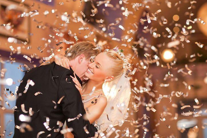 Ziua nunții? Atunci să înceapă petrecerea! Stați nu vă grăbiți! Orice nuntă este oficial deschisă după un moment special încărcat de emoție mai ales pentru protagoniști mai precis după dansul mirilor. Voi sunteți pregătiți? Iată câteva sfaturi pentru ca dansul vostru să fie unul de neuitat: http://ift.tt/2tDvfYg