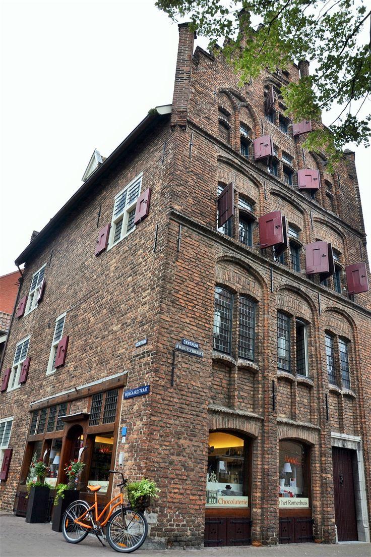 Het Romerhuis in Venlo is een goed bewaard gebleven woonhuis met winkel in laat-gotische stijl uit circa 1490.