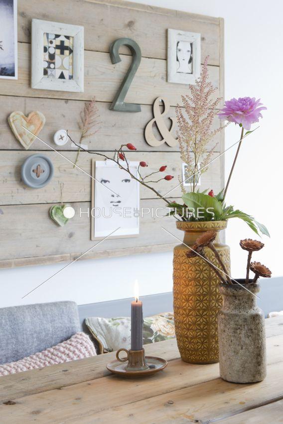 En esta casa se respira un estilo moderno, cálido y acogedor. Está decorada con un toque diferente y una decoración      muy singu...