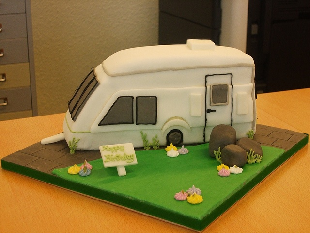 starting to gather ideas for Garth's massive 80th birthday camp cake - one item, a caravan, then just need an awning, a bender, a fire basket, a Garth, some camp hairs and a host of belltent cup cakes!