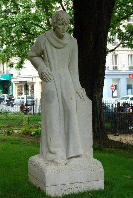 statue de François Villon, square Paul Langevin .Paris 5e