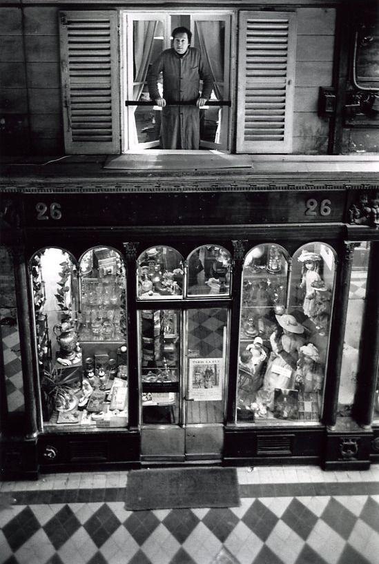 Robert Doisneau // Paris : pathways & galleries - Robert Capia, galerie Vero Dodat 1976