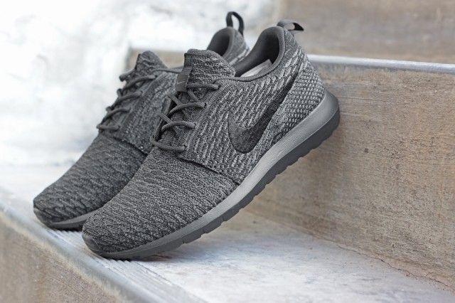 Acheter Nike Flyknit Roshe Triple Piste Noire