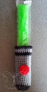 Light Sword Freeze Pop Cozy Pattern - keep your hands warm and dry while enjoying a sweet cold treat! Great for the Star Wars fan in your life ;-)  Grab your copy today while it's still FREE!