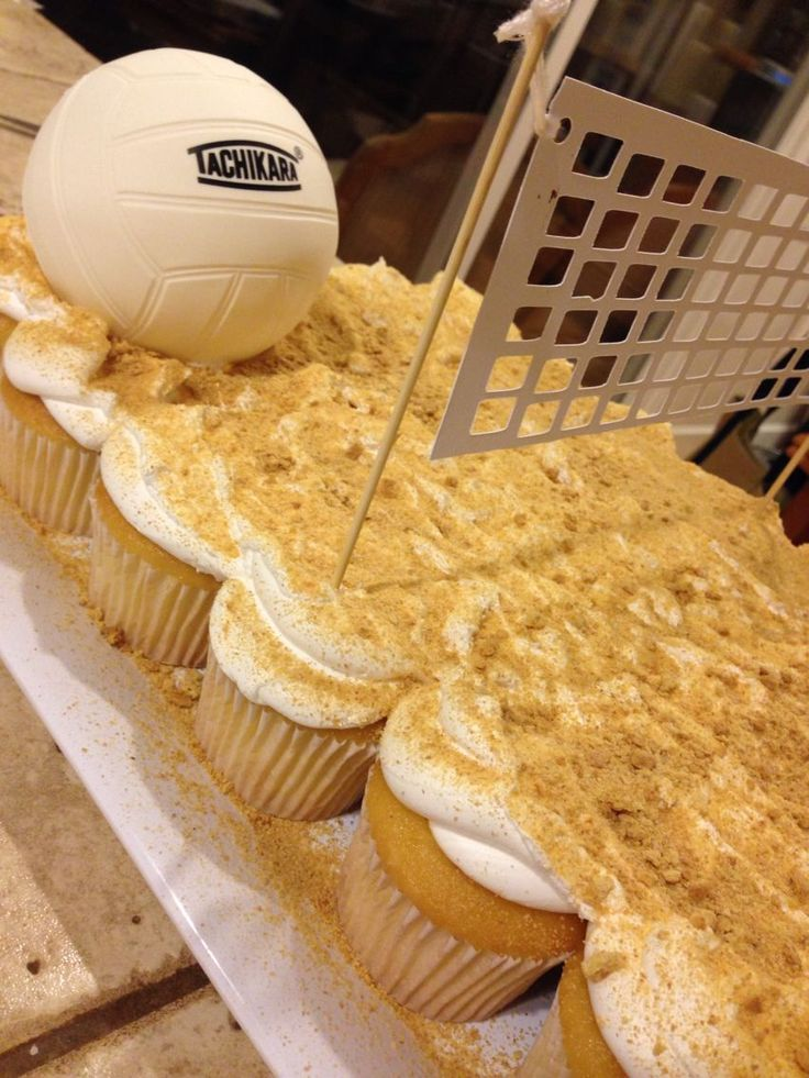 Volleyball cupcake court!!