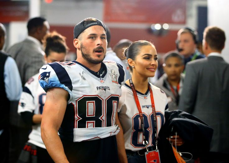 Danny Amendola reportedly agrees to take another pay cut. in order to return to the patriots in 2017