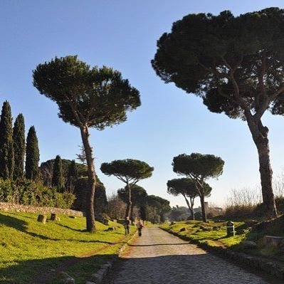 A beautiful, sunny day on the Via Appia Antica — in January. Find out more about what Rome's weather is like season by season (and what that means you should pack) in the new post on the blog (link in profile). #appianway #viaappia #rome #ancientrome #italygram #traveltheworld #instatravel