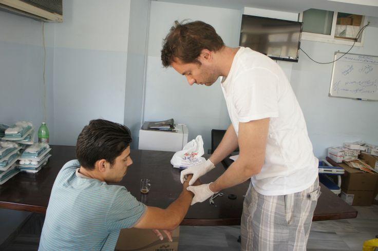 MUDr. Ondřej Měšťák, #lékař z Kliniky #plastické #chirurgie #Nemocnice Na #Bulovce během své 10denní #mise v #Jordánsku #Treating #Wounded #Syrian #Program - program #lékařské #pomoci obětem #syrského #konfliktu, vyšetřil 40 lidí a provedl 25 #operací.