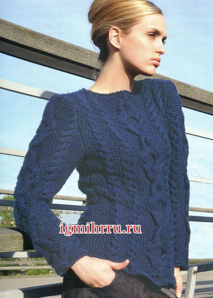 Темно-синий шерстяной пуловер с рельефными узорами. Вязание спицами  Глубокий темно-синий цвет и выпуклые рельефные узоры притягивают взгляд. Теплый пуловер можно носить с  одеждой разных стилей – подойдут и длинная юбка, и джинсы