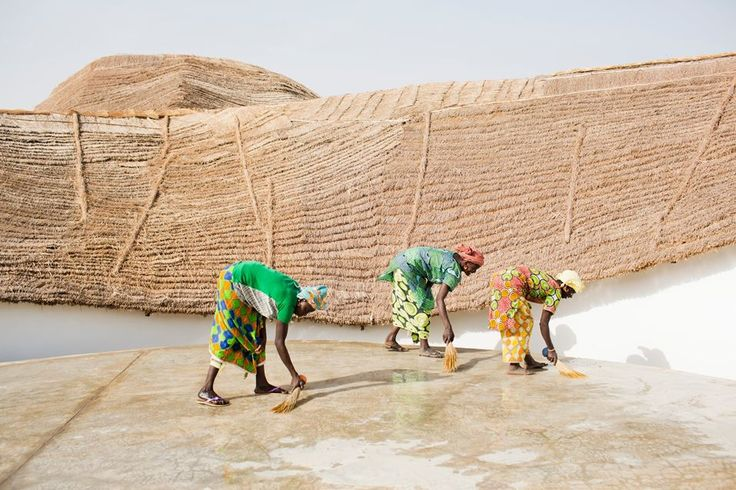 Cleaning in Artist Residency and Cultural Center THREAD, Sinthian / Sénégal