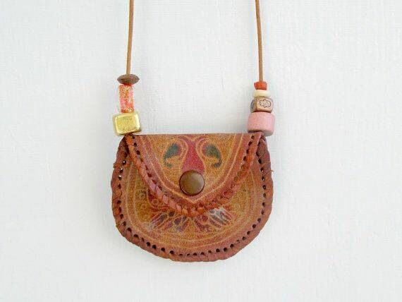 Early 80's purse-round-the-neck trend!!