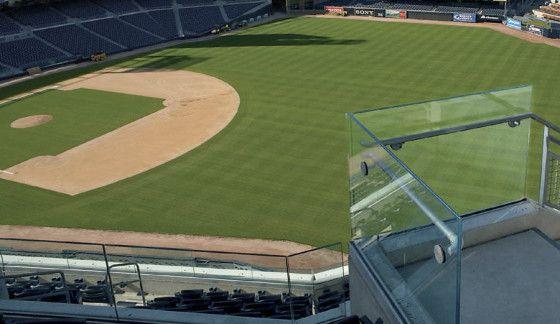 Aplicaciones de vidrio para escaleras y barandillas en el Estadio de Levi y Petco Park.