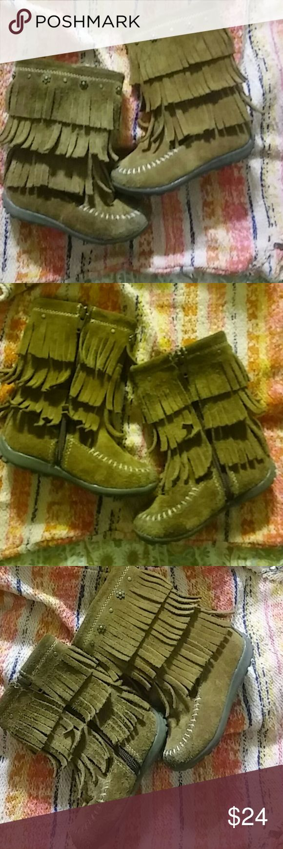 Little girls leather Seychelles boots 🍋Read description before purchasing🍋Not sure how this happened but we one boot a size 6 and one a 7. They were never worn. Gorgeous and  expensive. Could work for someone the one size difference isnt that much. Right boot 6 left boot 7. You could take them back to Nordstroms.The closest one to me is Santa Barbara and I don't commute there anymore. Seychelles Shoes Boots