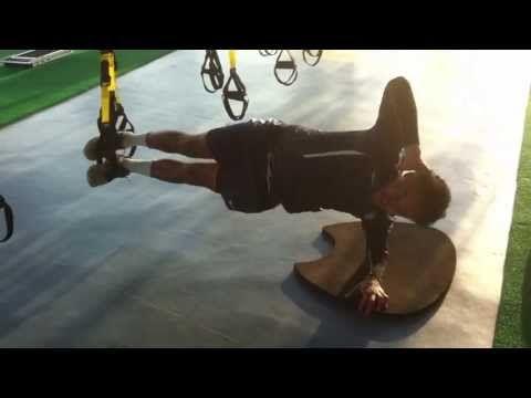 Plancha lateral con flexión de cadera en TRX http://futbolenpositivo.com/?p=2201