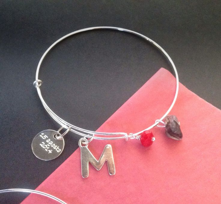 "BRACELET  "" personalized"" in sterling silver  ""Letter"" and ""message "" with red crystal and quartz bead de Crystallites en Etsy"