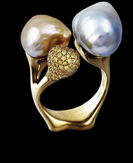 Jewellery Theatre: Jewellery bionics, BIONICS RING yellow diamonds, baroque perls
