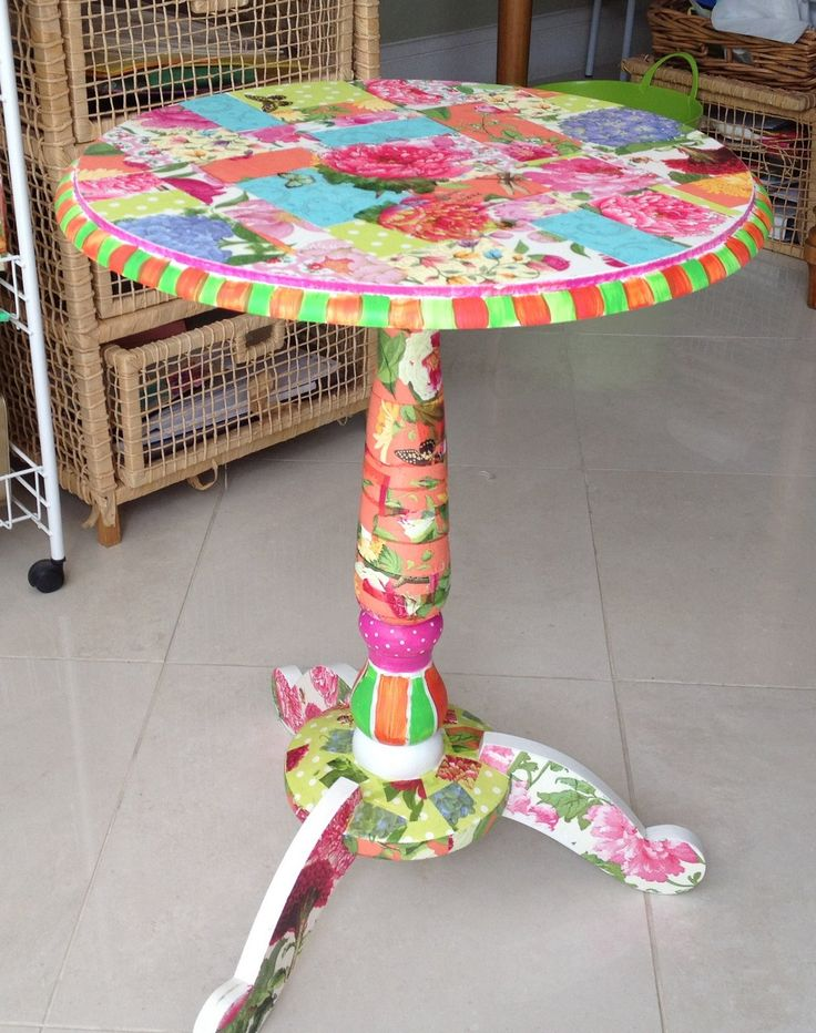 Fazendo Fita: Little round table. What a fun project!  Decoupage and whimsical painting. I am going shopping for an old mistreated table that I can refresh like this.