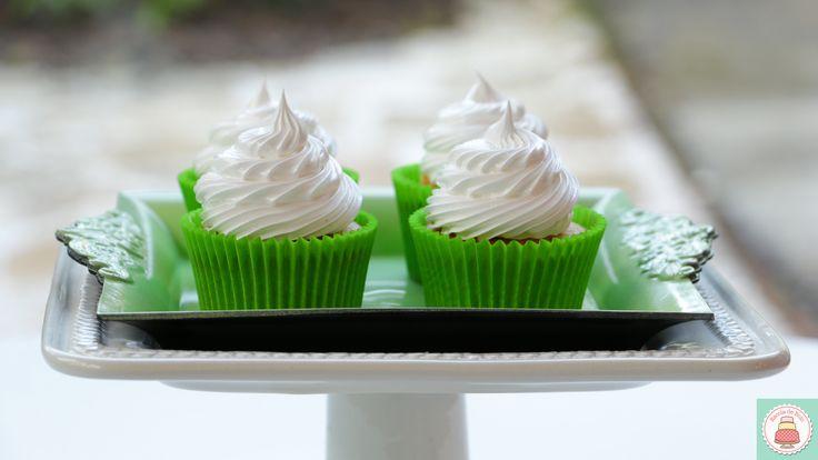 Cupcakes podem (e devem) ser muito mais do que apenas bolinhos cobertos. Tire seus cupcakes do lugar comum e crie receitas sofisticadas e diferentes. Neste vídeo você vai aprender a preparar uma massa de baunilha com semente de papoula, usando o método invertido, que vai ter como...